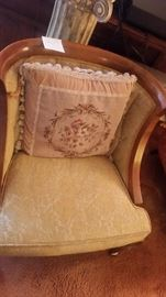 LINING ROOM CHAIR EXCELLENT CONDITION