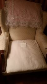 LIVING ROOM CHAIR EXCELLENT CONDITION