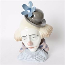 Large Retired Lladro Pensive Clown #5130: A large retired Lladro Pensive Clown #5130. The clown was designed by Jose Puche in 1982 and retired in 2001. The clown has a bowler hat with a large blue flower.
