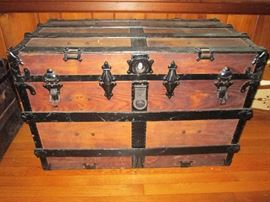 Steamer Trunk Wood w/metal bands