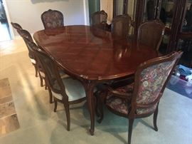 Lovely Parquet top dining table with 6 Country French chairs and 2 arm chairs, 3 leaves. Not a scratch on this. Gorgeous!!!