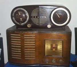 "Zenith ""Owl"" radio. Sonora curvy Wood radio"