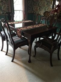 Drexel Dining Table/6 chairs - 2 leaves