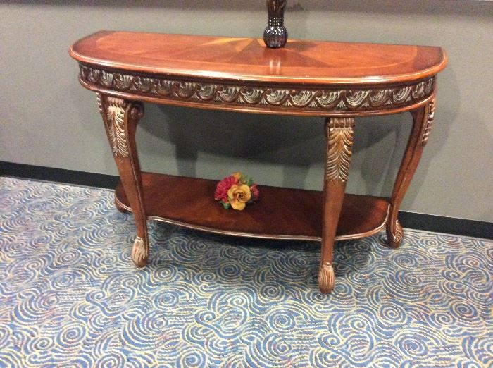 Hooker Beautiful entry table with 1/2 star detail on top