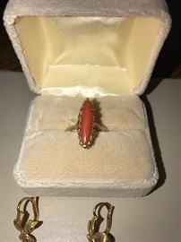 ANTIQUE 18K GOLD AND CORAL EARRINGS AND RING