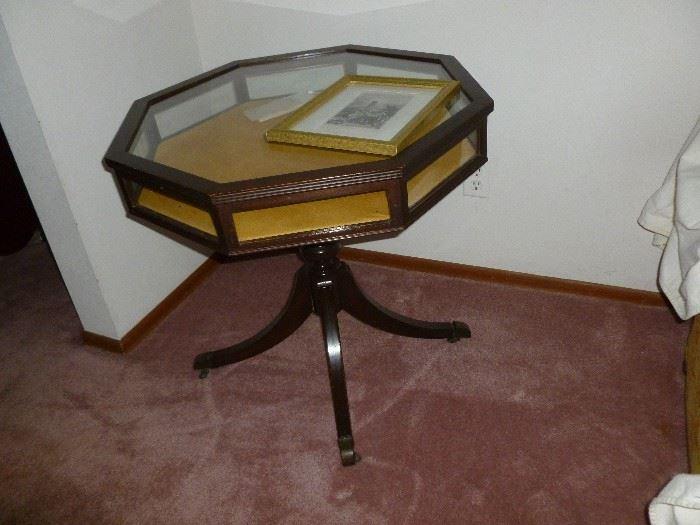 Octagon display table