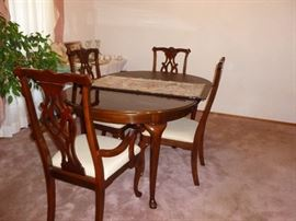 Thomasville table & chairs w/leaf and pads