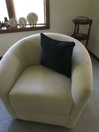 Swivel Club Chairs By Weiman Furniture