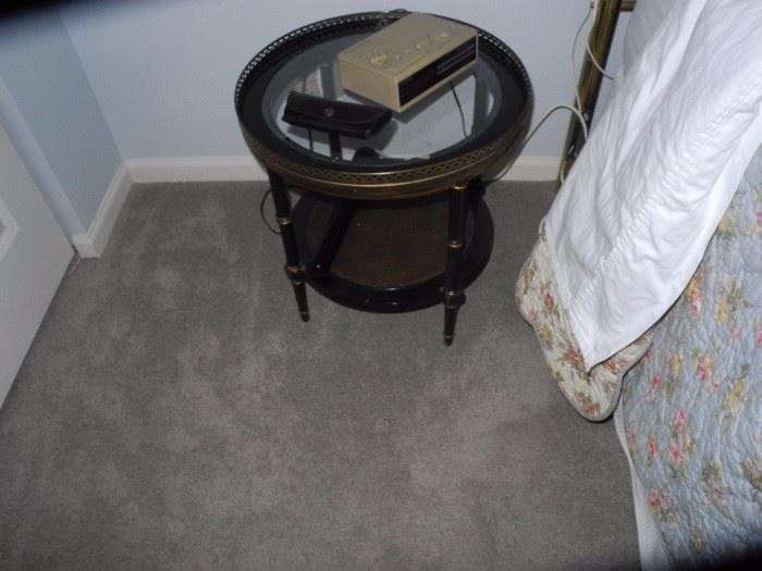 Cute metal and wood round table/nightstand