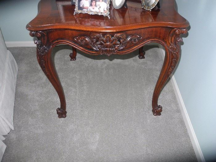 This piece matches the Henredon D.R. Table- stunning!