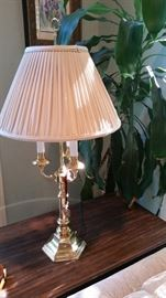 Many NICE table lamps, brass, pottery and handpainted ones.