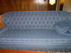 Excellent condition country style tufted sofa