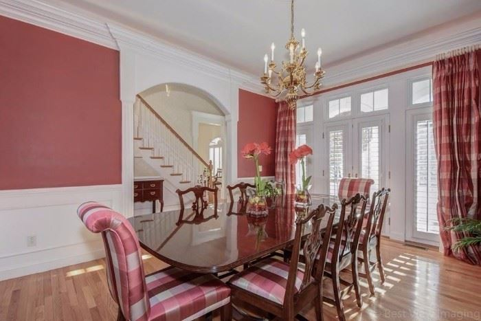 Elegant Stickley Dining Room Table and Chairs Plushly Upholstered