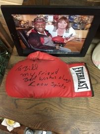 Boxing glove signed by Leon Spinks