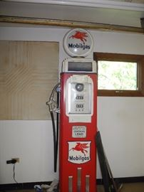 Vintage Mobil gas pump