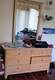 6 Drawer Dresser w/Mirror