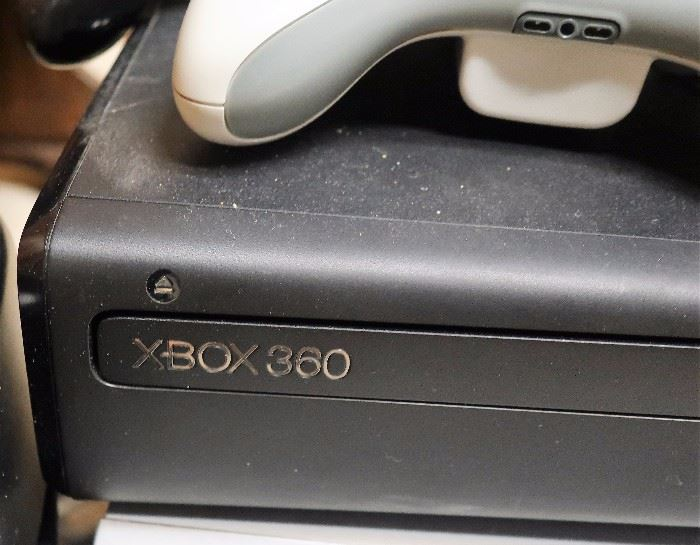 Xbox 360 w/3 Controllers