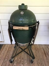 The Big Green Egg-like new condition