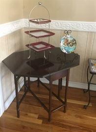 End tables, decorative items