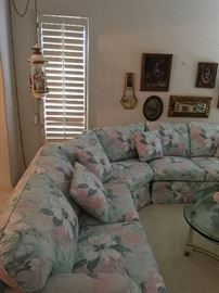 Floral 5 seat couch, beautiful condition