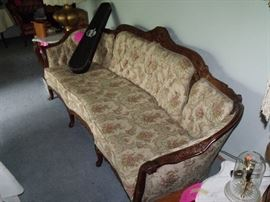 Like new, reproduction Victorian style sofa!