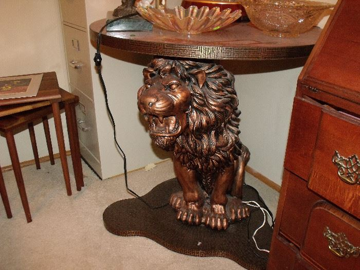 Remarkable lion table!