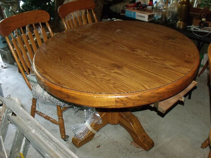 Oak table with 6 chairs!