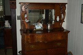 Oak buffet - beautiful and in excellent condition