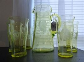 Depression Era Yellow Vaseline glass pitcher with 6 glasses (1 as is)