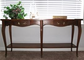 Baker Furniture Console/Sofa Table supported on Tapering cabriole legs with 2 small Drawers.