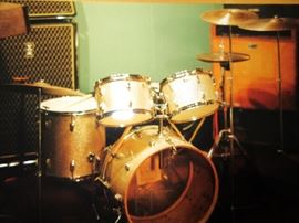 Complete set of Ludwig Hollywood drums form 1962. More pictures below