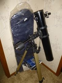*JUST IN TIME FOR THE ECLIPSE- ORION TELESCOPE 4.5 DELUXE WITH STORAGE BAG.