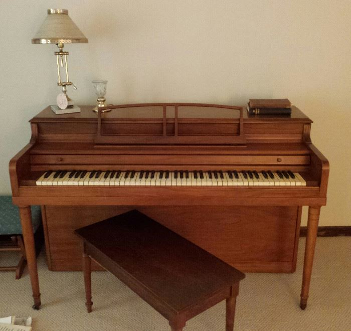 piano with bench, piano lamp