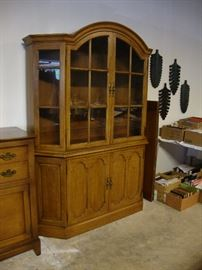 Maple china cabinet/display cabinet