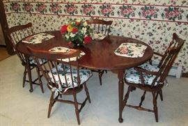 Quality Hitchcock Mahogany Dining Table w 2 leaves and 4 Chairs - subtle stencil design is quite nice touch.