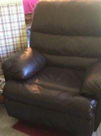 Great oversize leather chair in excellent condition