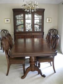 Thomasville Impressions Dining room table dual pedestal , 6 chairs and china cabinet