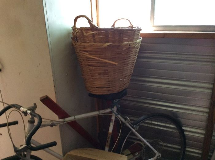 Baskets & bicycle