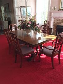 Dinning RmTable w chairs1REVIMG 5480