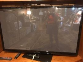 #42 samsung PN590550c1fxz4 60 inch tv $300