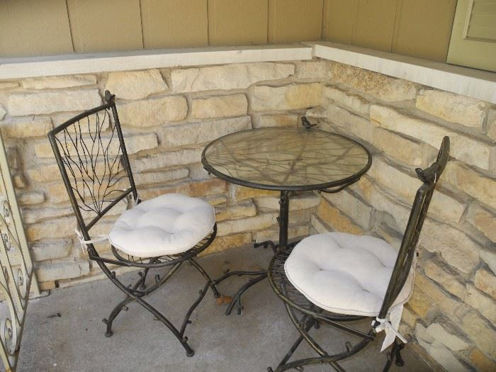 Bistro set with birds/branches (matching pieces inside)
