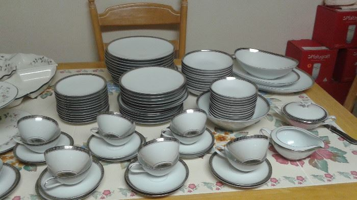 Noritake China Silvester, SERVES14, 105 PIECES!