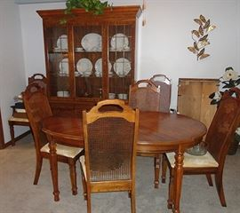 super condition.. 6 chairs, china-hutch, leaf & pads $220.
