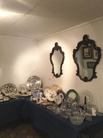 Collection of table articles: Silver plate, porcelain, crystal.