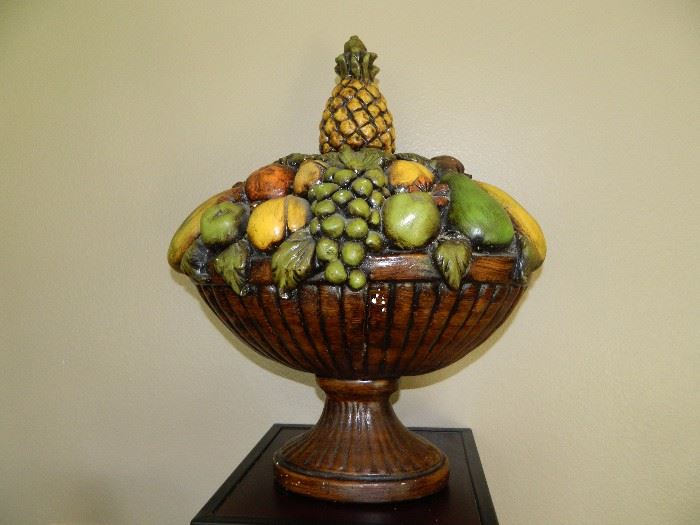 Wonderful wooden bowl of fruit