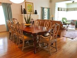 Robb & Stucky Traditional Dining Set with 8 Chairs.