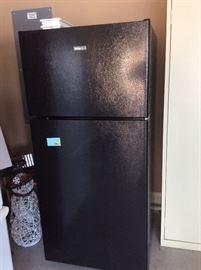 Black hotpoint refrigerator/freezer