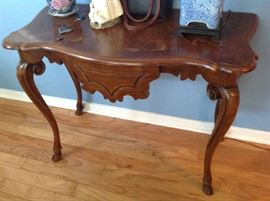 Decorative Foyer Table $ 100.00