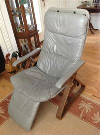 Gray Leather Modern Chair (leather on seat is cracking) $ 100.00