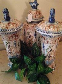 Lidded porcelain urns